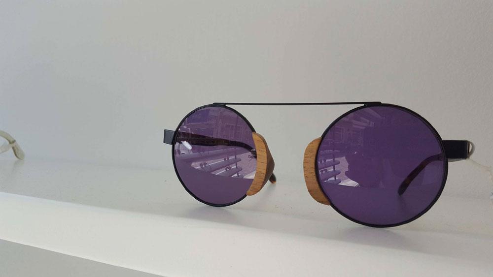 f6c468e8d2 Η κρίση «βγάζει» τα ποιοτικά γυαλιά ηλίου από τους καταναλωτές ...